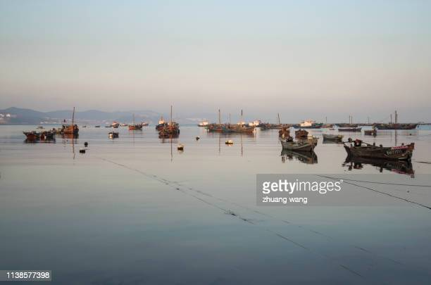 a tranquil fishing port - barco pesquero fotografías e imágenes de stock