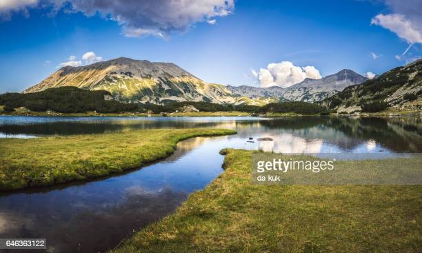 tranquil lake in the mountains - bansko foto e immagini stock