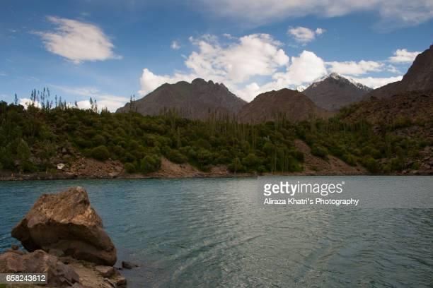 tranquil lake - skardu stock pictures, royalty-free photos & images