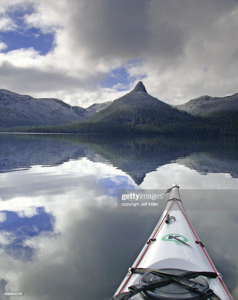 Tranquil paddle on Lake St Clair, Tasmania, Aust : Stock Photo
