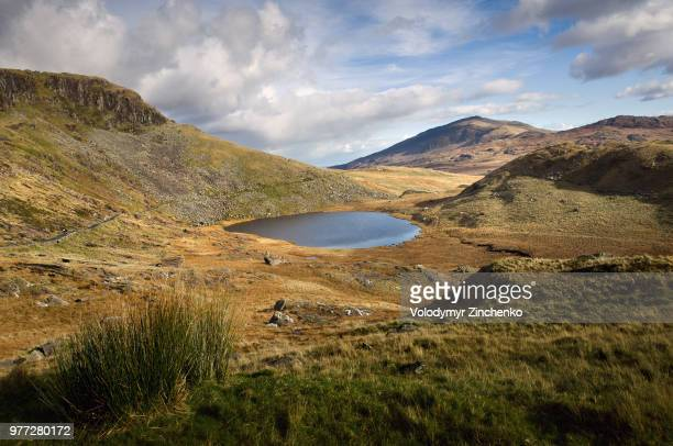 tranquil rolling landscape, snowdonia, wales, uk - zinchenko stock pictures, royalty-free photos & images