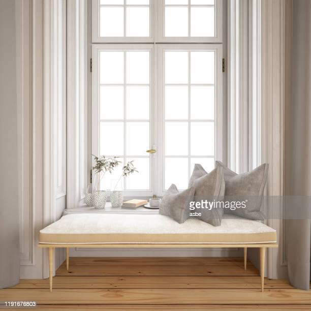tranquilo lado de la ventana con almohadas y banco - casa estilo rancho fotografías e imágenes de stock