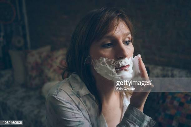 trans woman shaving - showus imagens e fotografias de stock