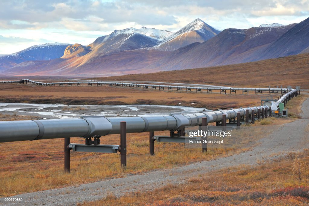Trans-Alaska Pipeline and Dalton Highway : Stock-Foto