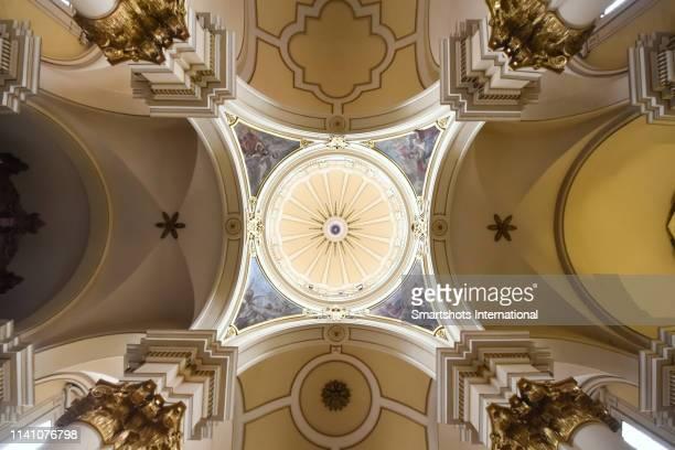 transept and dome of bogota cathedral in colombia - arco architettura foto e immagini stock