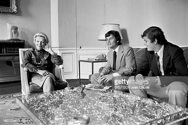 Transfer Of Powers Between Raymond Barre And Jacques Chirac A Paris dans un salon à l'occasion de la passation de pouvoir du premier ministre Jacques...