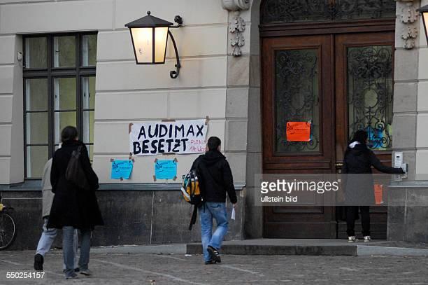Transparent zur Besetzung des Audimax der HumboldtUniversität durch Studenten in Berlin