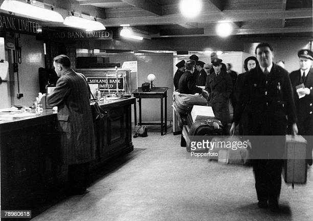 1953 The scene at London Airport with baggage coming through and passengers and crews having passed customs and immigration formalities The Midland...