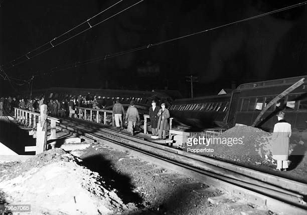 Transport, Railways, Accidents, pic: 6th February 1951, Woodbridge, New Jersey, USA, Some of the carriages derailed after a temporary trestle gave...