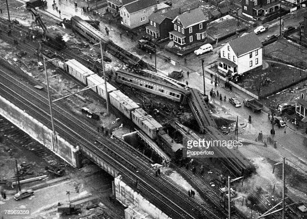 Transport, Railways, Accidents, pic: 7th February 1951, Woodbridge, New Jersey, USA, The twisted carriages are shown from this aerial view, after...