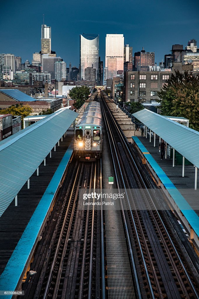 Transportation in downtown Chicago, IL : Stock Photo