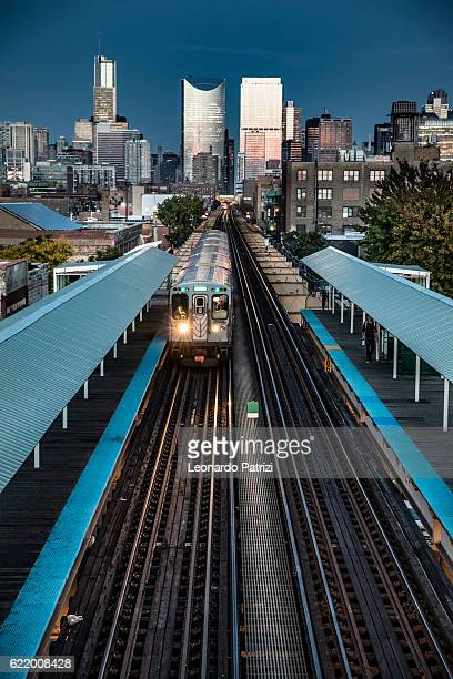 transportation in downtown chicago, il - railroad station stock pictures, royalty-free photos & images