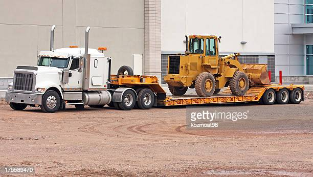 transporting a pay loader - trucking stock pictures, royalty-free photos & images