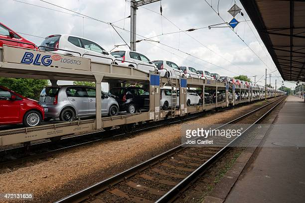 transporting new cars by train - rail freight stock pictures, royalty-free photos & images