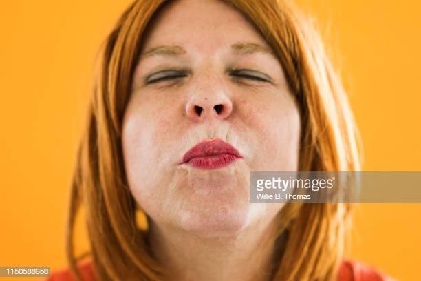 transvestite blowing kiss at camera - bisexuality fotografías e imágenes de stock