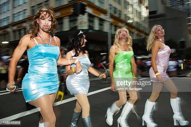 transvestites, gay and lesbian mardi gras parade. - travestis fotografías e imágenes de stock