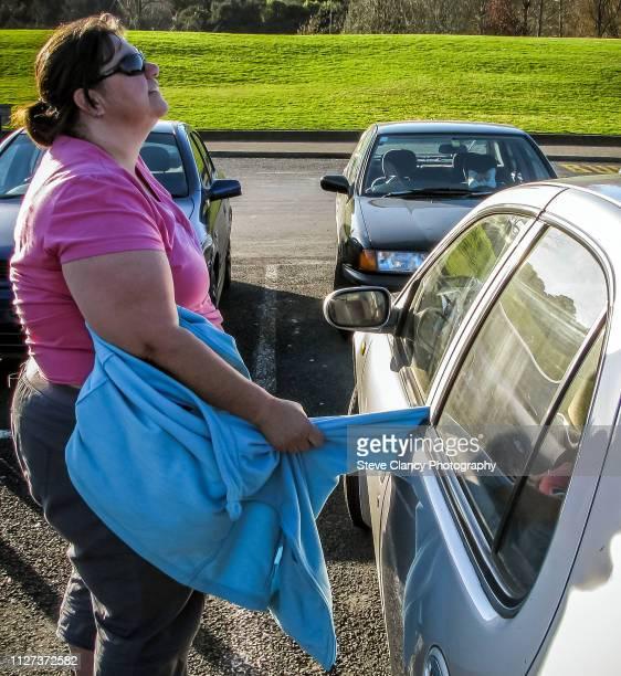 trapped in car door - 埋まる ストックフォトと画像