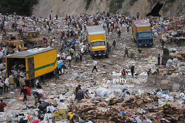 trash landfill in guatemala city - guatemala city stock pictures, royalty-free photos & images