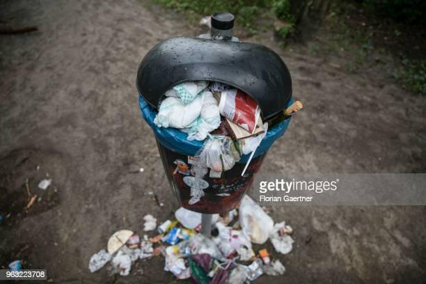 Trash lies around a bin on May 27 2018 in Berlin Germany