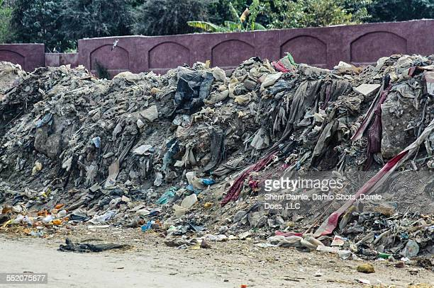 trash pile in cairo, egypt - damlo does stock pictures, royalty-free photos & images