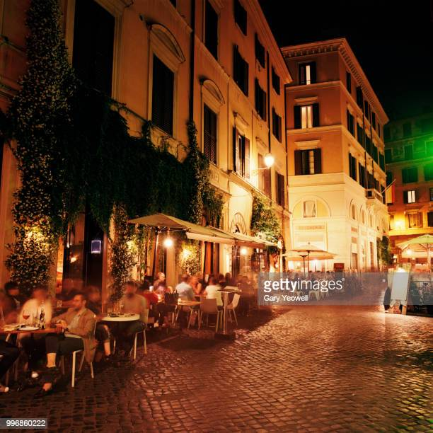 trastevere district in rome at night - mediterranean culture stock pictures, royalty-free photos & images
