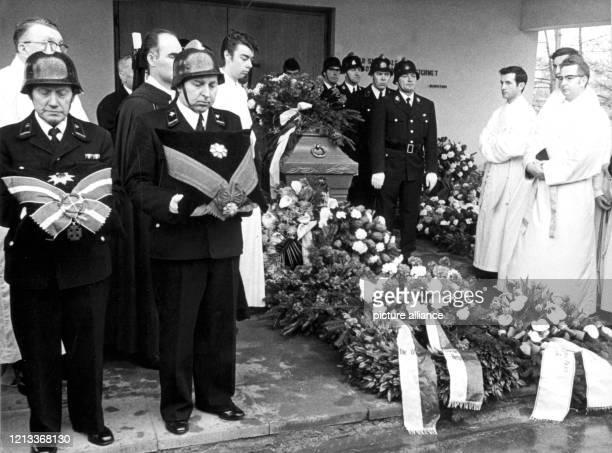 Trauerfeier für den ehemaligen Reichskanzler Franz von Papen am 6. Mai 1969 in Wallerfangen. Nach einer Militärlaufbahn machte er als Mitglied der...