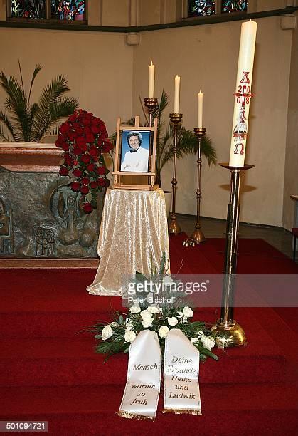 Trauerfeier für Erik Silvester Sankt MaternusKirche Köln Stadtviertel Rodenkirchen NordrheinWestfalen Deutschland Europa Foto brennende Kerze...