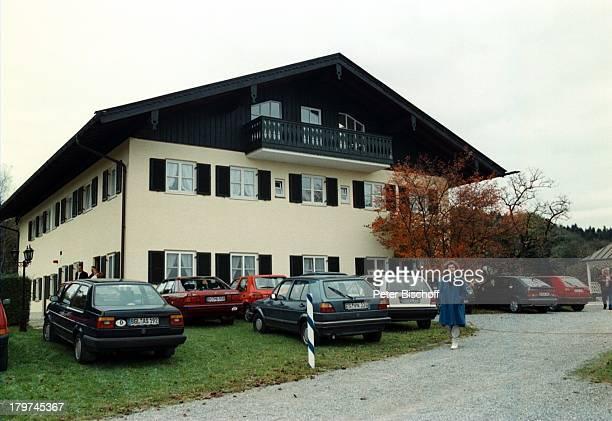 Trauerfeier von Professor JuliusHackethal Beerdigung KlinikgeländeChiemgau