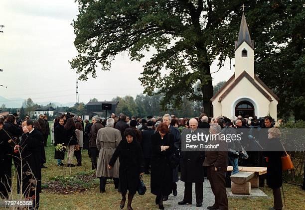 Trauerfeier von Professor JuliusHackethal BeerdigungKlinikgelände Chiemgau