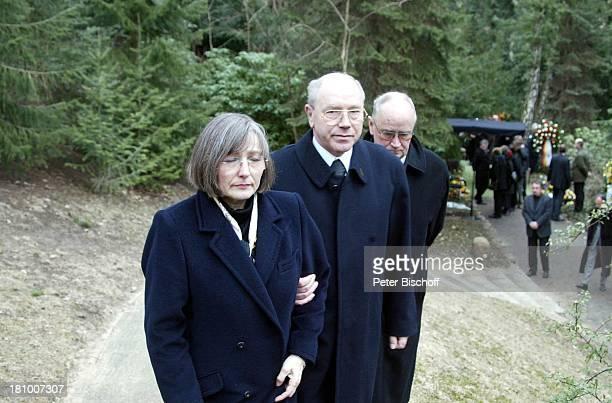 Trauergäste Beerdigung von Horst Buchholz Waldfriedhof Berlin Deutschland Europa