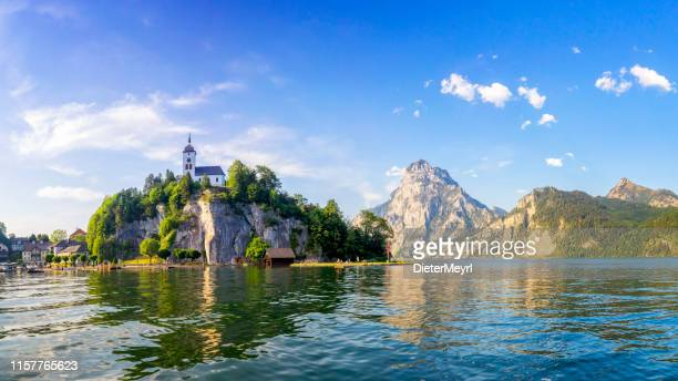 traunsee lake in alps -salzburg, salzburger land - upper austria stock pictures, royalty-free photos & images