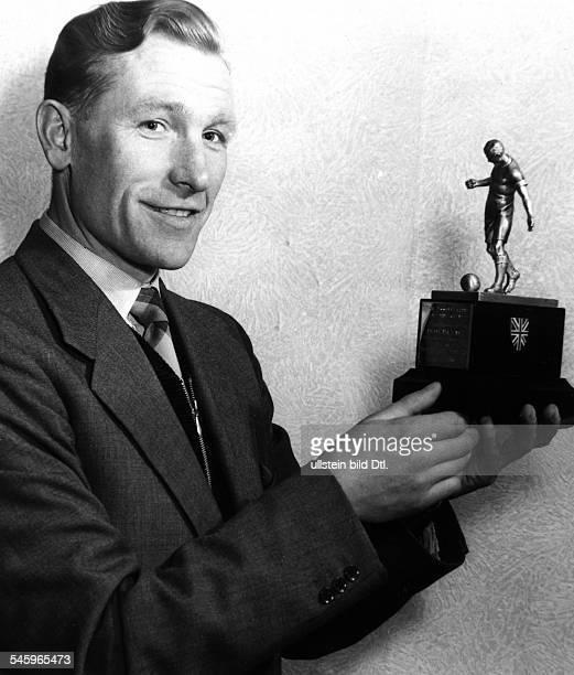 Trautmann Bernhard Carl 'Bert' *Fußballspieler DTorwart bei 'Manchester City' mit der Trophaee als 'Fußballer des Jahres inEngland 1956'