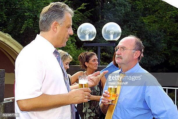Trauzeuge Axel Malchow Horst Köppel Hochzeitsfeier Kaiser FriedrichHalle nach der kirchlichen Trauung Mönchengladbach Hochzeit Glas Bier Getränk...