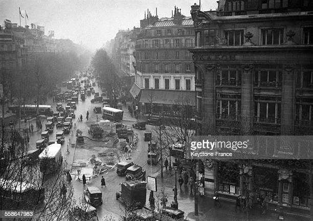 Travaux sur la place de la Madeleine rendant la circulation difficile à Paris France circa 1930