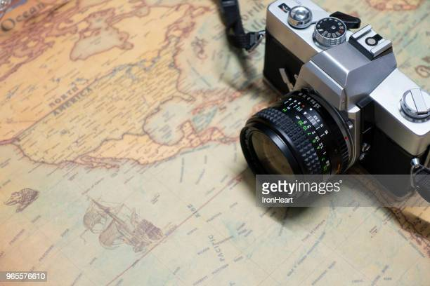 travel background. - camera photographic equipment - fotografias e filmes do acervo