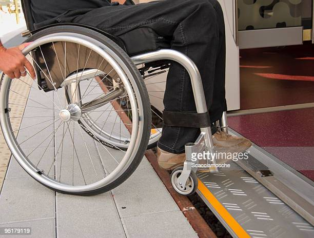 Reisen Sie allein mit einem Rollstuhl