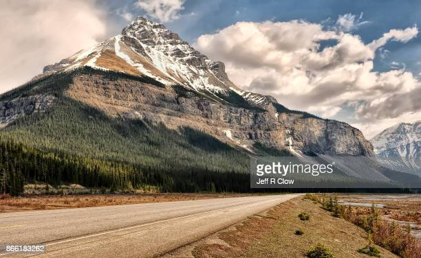 travel landscapes of alberta canada 2 - canadian rockies stock pictures, royalty-free photos & images