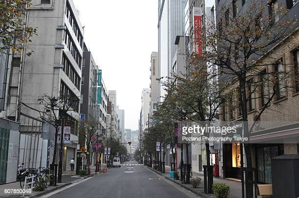 travel like a local - brief - empty tokyo street in uptown shopping area - empty streets stock pictures, royalty-free photos & images