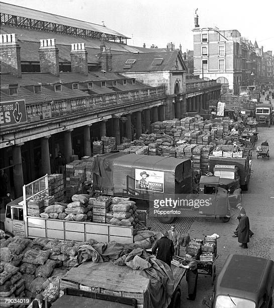 1946 Travel London An aerial view of Covent Garden at 7am showing typical day to day market trading
