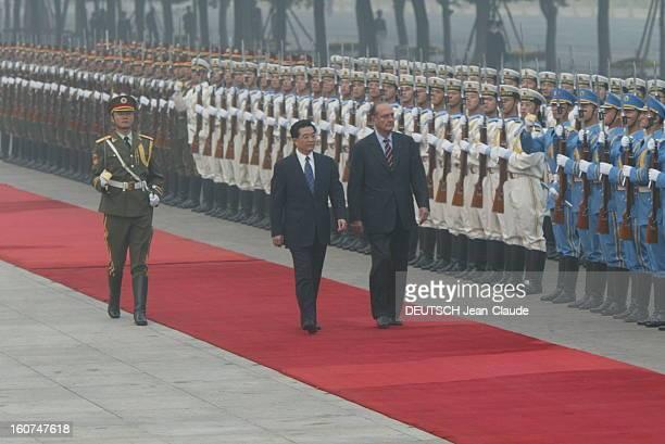 China Jacques CHIRAC et Hu JINTAO passant en revue les troupes chinoises à PEKIN
