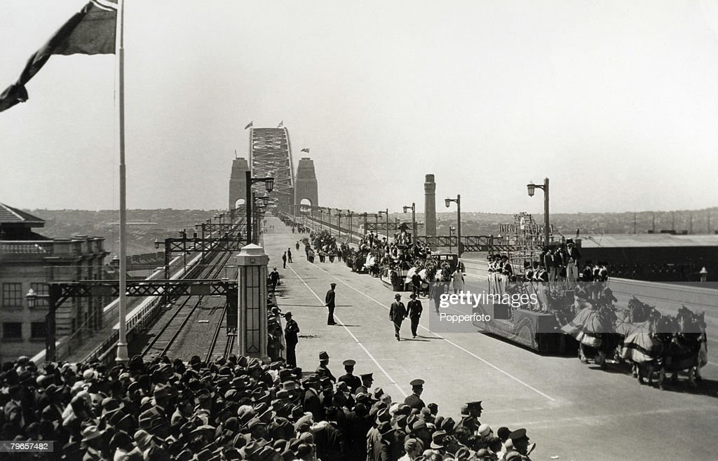 Travel, Sydney, Australia, 19th March 1932, The horse drawn pagent crossing the Harbour Bridge on Official Opening day