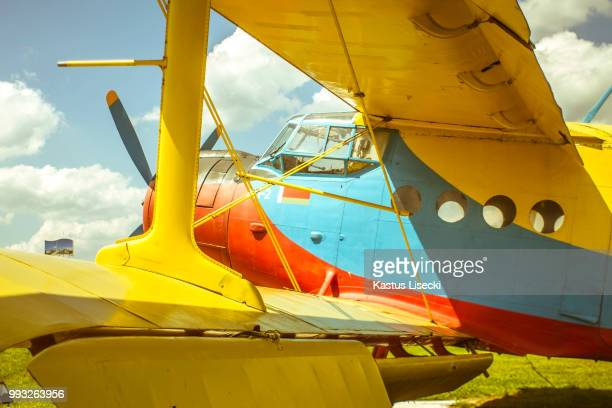 travel to zante - doppeldecker flugzeug stock-fotos und bilder