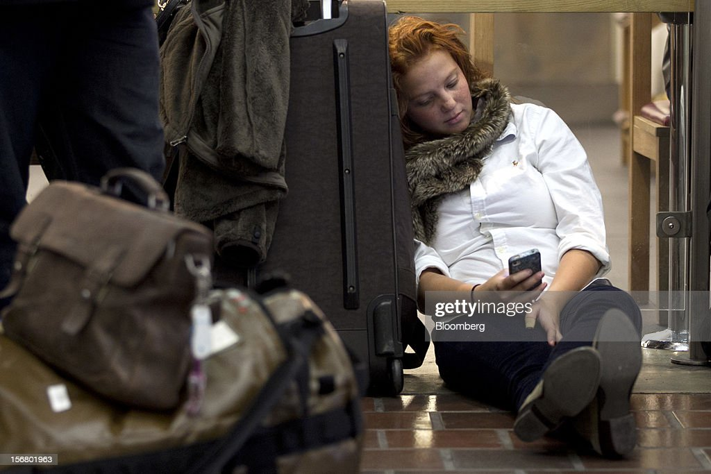 Traveler Ali Stagnitta waits to board an Amtrak train at Union Station in Washington, D.C., U.S., on Wednesday, Nov. 21, 2012. U.S. travel during the Thanksgiving holiday weekend will rise a fourth straight year, gaining 0.7 percent from 2011, as trips by automobile rise even as airplane trips decline, AAA said last week. Photographer: Andrew Harrer/Bloomberg