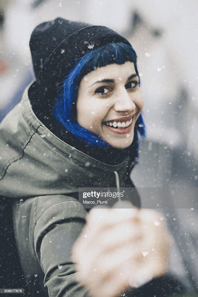 Traveler man follows a woman under the snow : Stock Photo