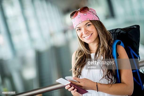 Reisende mit Smartphone