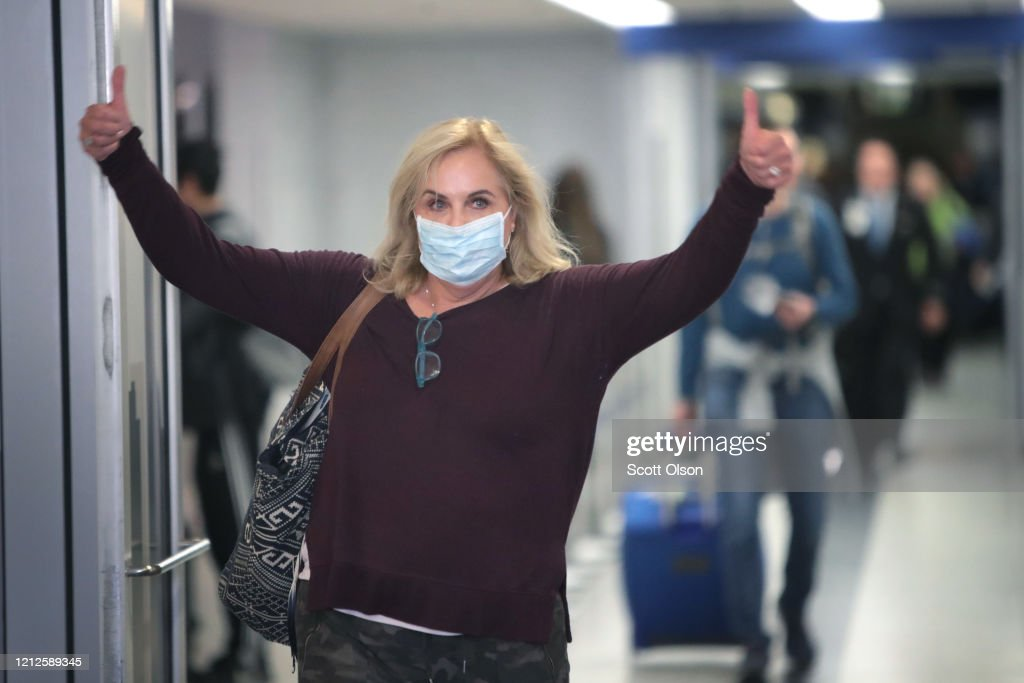 Airport Customs Overwhelmed By  Travelers Arriving To US From Europe After Coronavirus Travel Ban : News Photo