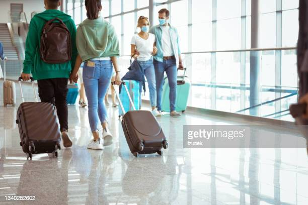 travelers at the airport with luggage - izusek stock pictures, royalty-free photos & images