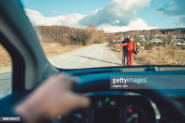 travelers hitchhiking - hitchhiking stock pictures, royalty-free photos & images
