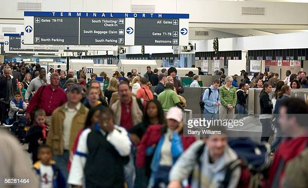 Travelers work their way throught Atlanta's HartsfieldJackson International Airport November 27 2005 in Atlanta Georgia The Thanksgiving holiday is...