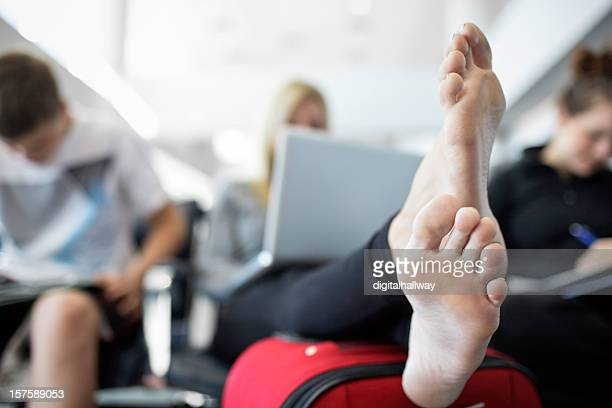traveling airport feet - dirty feet stock pictures, royalty-free photos & images
